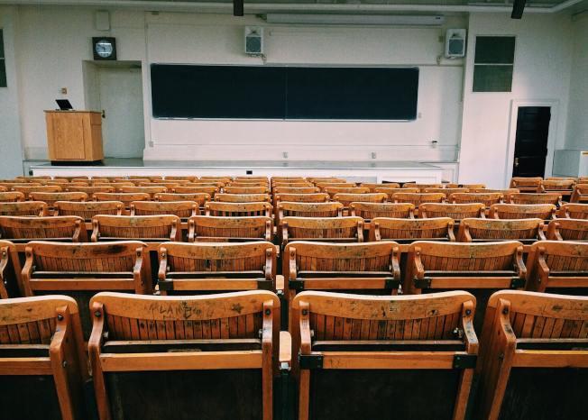 美國多數學校十分重視知名機構進行的大學排名,排名甚至會影響到學校的政策。(Pexels)
