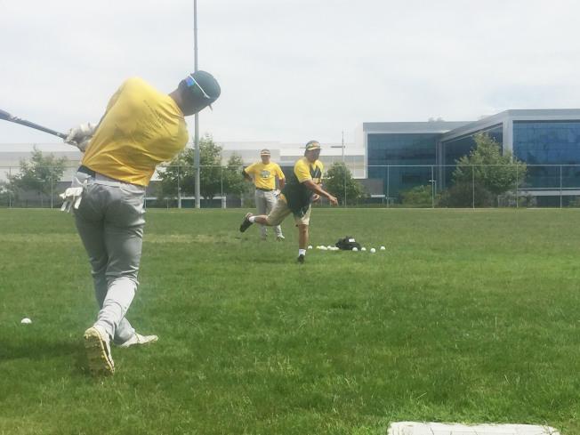 棒球選手想進入理想名校,最慢在高中二年級時就要開始準備。(戴于程提供)