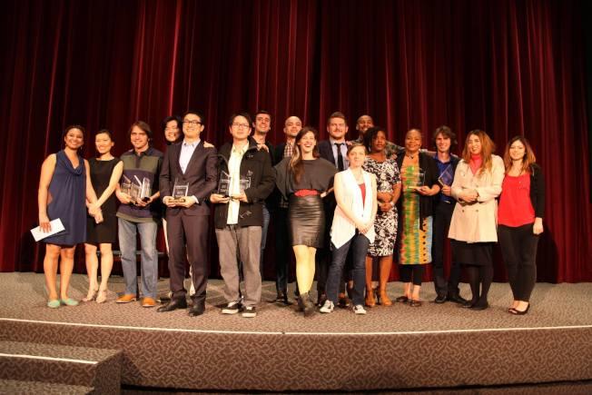 紐約市立大學碩士畢業與同學們。