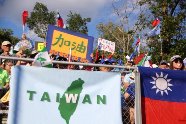 圖五 在PONY球場唱中華民國國歌並升國旗典禮。(記者張瓊月/攝影)