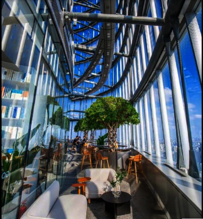 朵雲書店上海中心旗艦店的空中花園。(取材自朵雲書院官方微博)