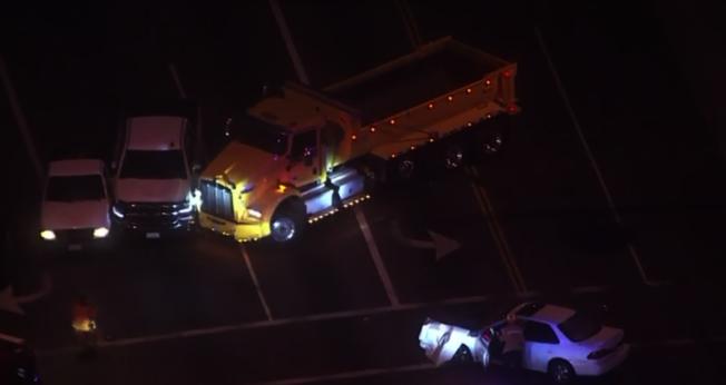 嫌犯盜竊垃圾車,在阿市引車禍。(取材自KTLA)
