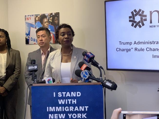 克拉克(發言者)表示,此項規定是對移民社區的污名化,國會也不會同意這項規定。(記者和釗宇/攝影)