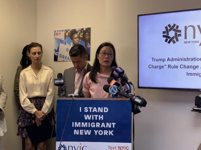 孫慧君(發言者)說,將為亞裔移民社區盡可能提供幫助,緩解恐慌。(記者和釗宇/攝影)