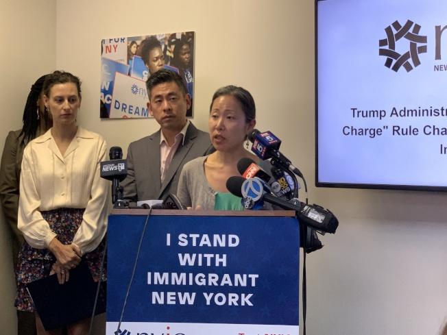 Joo Han(發言者)表示,這項規定無疑對亞裔移民社區是一項重大打擊。(記者和釗宇/攝影)