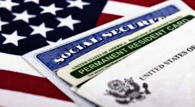 「領福利就不給綠卡」將實施,移民律師呼籲目前正準備或已申請政府福利的移民,最好盡快停止,以避免日後申請綠卡甚至入籍時受影響。(Getty Images)