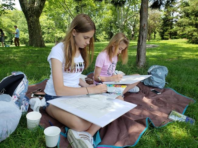 學生在中央公園寫生的課程。(伯大尼畫室提供)