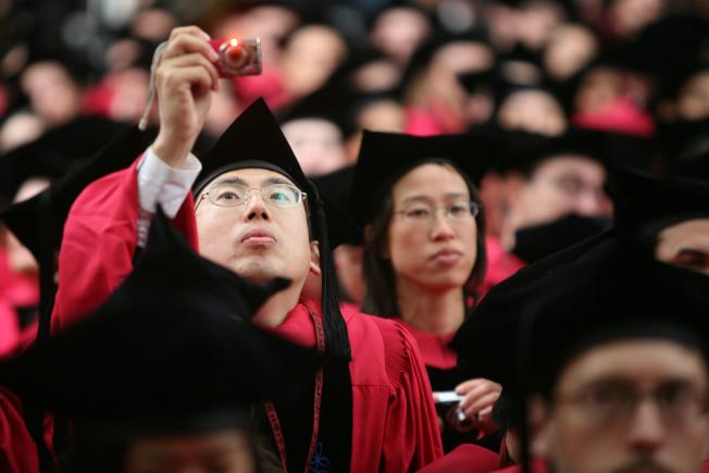 哈佛大學畢業典禮上的華人畢業生身影。(Getty Images)