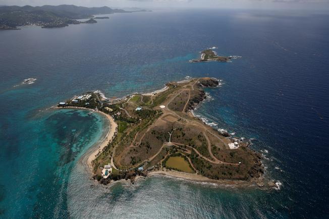 淫魔艾普斯坦20多年前買下小聖傑夫島,後來成為當地人口中的「戀童癖島」。(路透)
