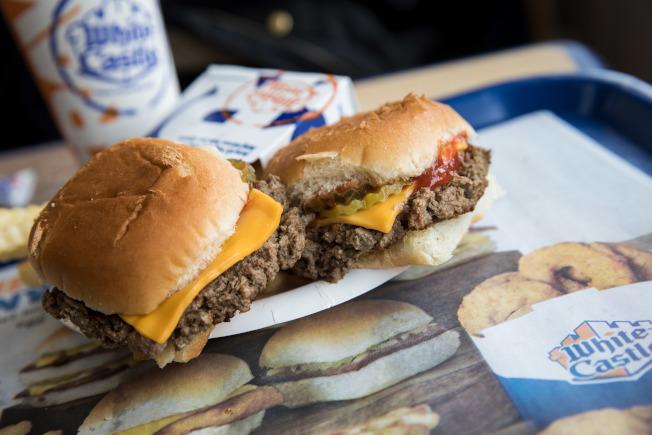 許多紐約客對小麥蛋白、椰子油和馬鈴薯蛋白製成的「不可能漢堡」興趣缺缺。圖為連鎖漢堡店「白色城堡」的不可能漢堡。(Getty Images)