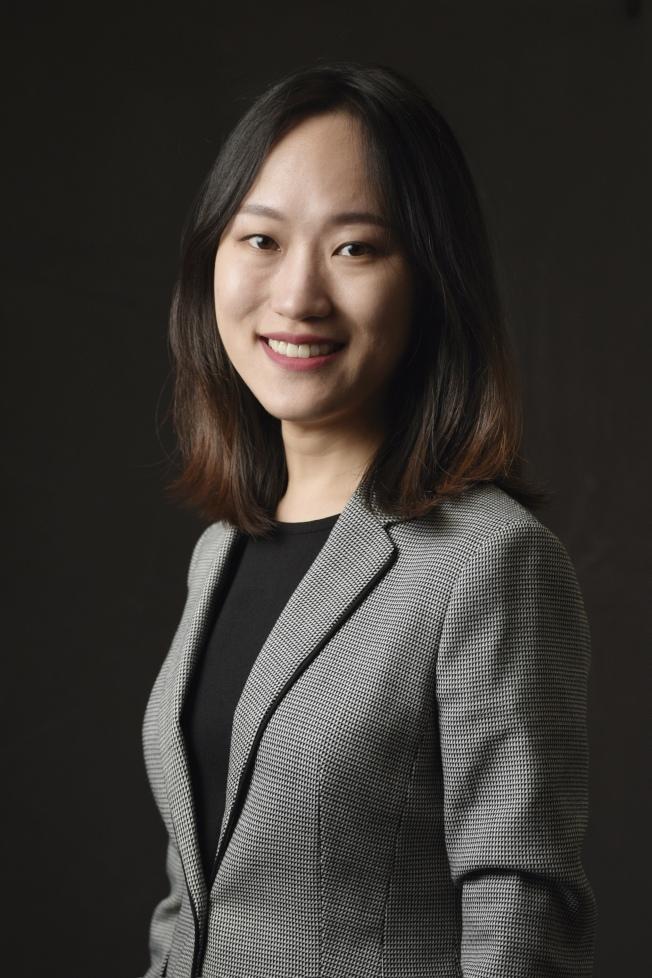 移民律師龔詩陽表示,新規大大擴展對公共負擔的定義,主要針對領取過福利的綠卡申請人和調整身分者。 (龔詩陽供圖)