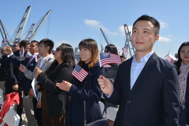 川普上任後移民政策收緊,公民入籍相應增多。(記者劉先進/攝影)
