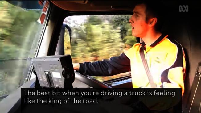 腦麻痹並沒有阻斷22歲的奎吉里歐開卡車的夢想。(取材自YouTube)