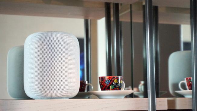 HomePod內建空間感知技術,會偵測擺放位置,自動展現最理想的音色。(記者黃筱晴/攝影)