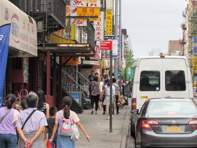 川普政府12日發布「領福利就不給綠卡」法規,移民律師表示,新規對普遍使用Medicaid的華裔移民社區影響很大。(記者和釗宇/攝影)