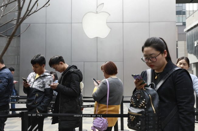蘋果大漲逾4%,是道指漲幅最大的助力。(美聯社)