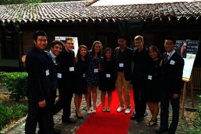 亞裔學子的升學壓力大,矽谷甘恩高中、巴洛阿圖高中在一名高中生自殺後組成DocX Film,拍攝紀錄片「Unmasked」,探討青少年心理健康。(DocX Film臉書專頁)