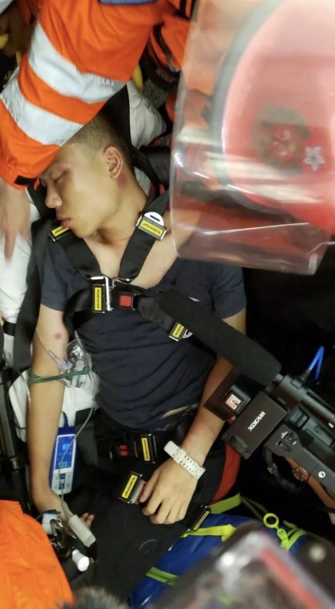 央視報導稱一名旅客被毆打致昏迷。(取自央視)