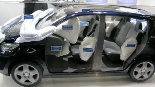 現在車輛安全氣囊的數量愈來愈多,但每一個都有用嗎? 摘自autoblog.com