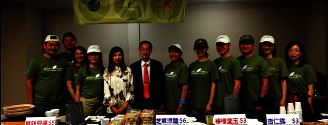 Green Menu是新素食主義的推廣中心,由集德居士(右七)創辦,和一群希望對社會有貢獻的志工團隊共同為民眾服務。