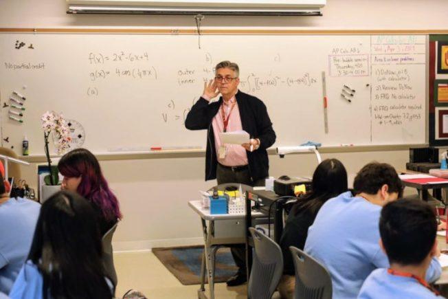 在伊利諾州想當老師的人,不需要考「基本能力」測驗了。(芝加哥公校網站)