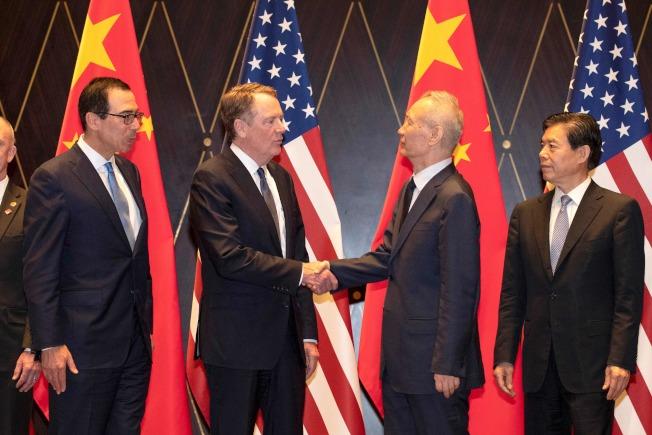 美中經貿談判代表13日通電話,嚴重交涉。(Getty Images)