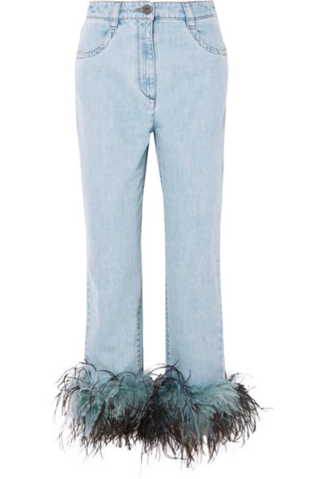 Prada的羽毛牛仔褲。(net-a-porter圖)