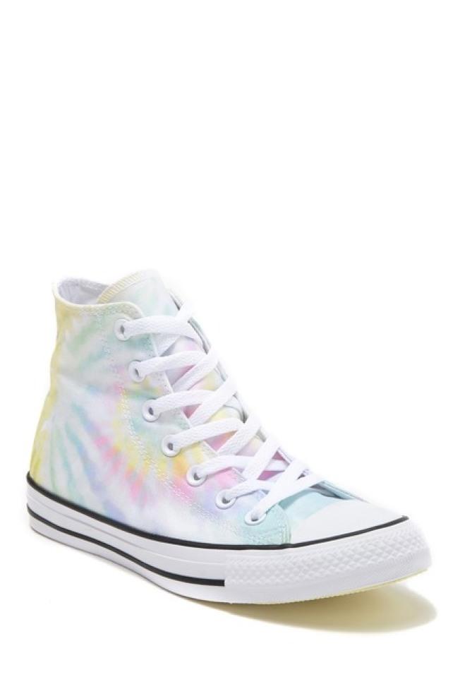 Converse的蠟染球鞋。(nordstormrack圖片)