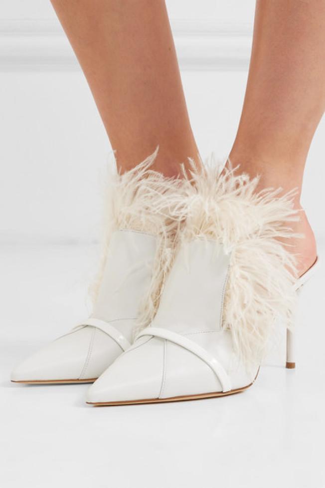 羽毛鞋。(net-a-porter圖)
