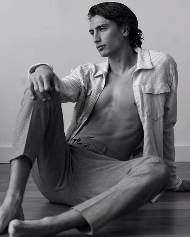 卡特改當男模特兒。(取材自Instagram)