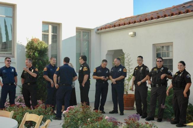 聖瑪利諾市警員們出席華人協會早餐會,警民關係融洽。(記者丁曙/攝影)