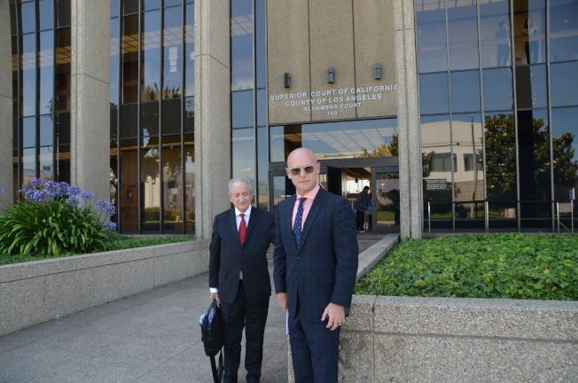 陳忠啟的辯護律師馬克思(左)和凱文諾基。(檔案照片)