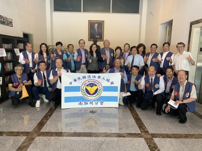 「中華民國退伍軍人協會南加州分會」籌備委員會代表13日下午拜會洛杉磯世界日報。(記者高梓原/攝影)
