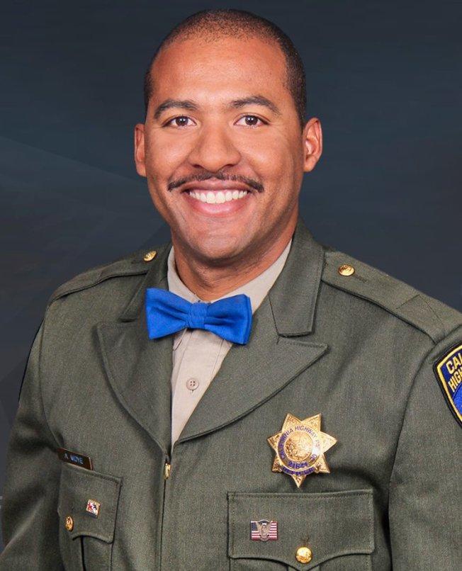 莫耶二世原本是個電工,三年前如願以償考進加州公路巡警局。(加州公路巡警局提供)