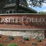 求生存 拉塞爾學院將更名大學