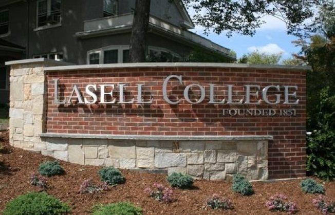 位於麻省牛頓市的拉塞爾學院將更名為拉塞爾大學,轉換成綜合性大學身分。(取自拉塞爾大學推特)