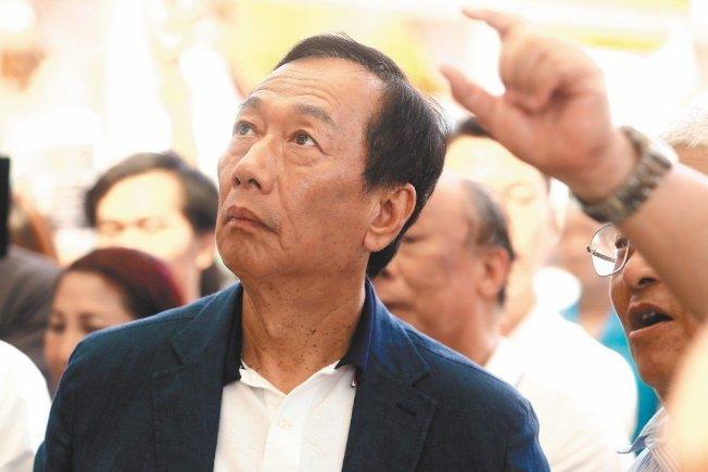 鴻海集團創辦人郭台銘被問到是否與台北市長柯文哲合作,只回答「以柯市長說的為準」。 (本報資料照片)