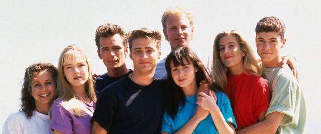 近30年前,「飛越比佛利」是全球青少年的最愛,劇中主角都成人氣偶像。(取材自IMDb)