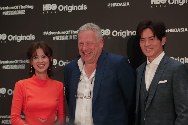 HBO Asia執行長施鵬騌(中)和「戒指流浪記」主角林予晞、宥勝歡喜相會。(圖:HBO提供)