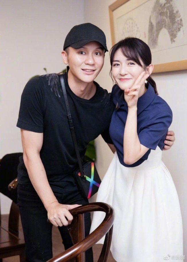 李晨(左)和謝娜的合照引來網友議論紛紛。(取材自微博)