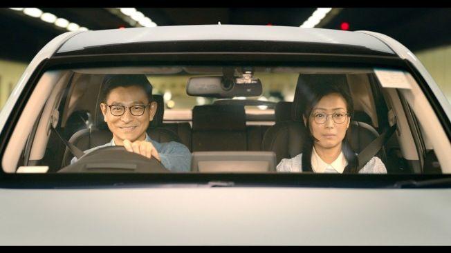 劉德華(左)與鄭秀文再度合作,默契十足。(圖:華映提供)