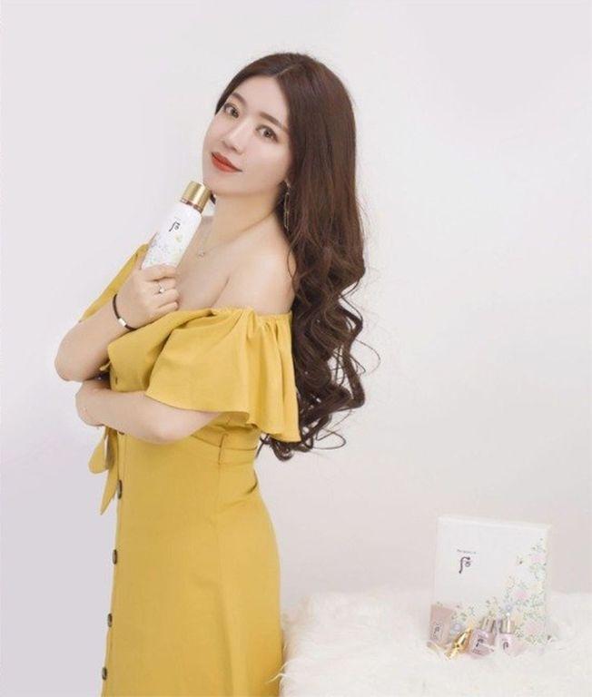 中國網紅「二霖霖」在網路上的模樣甜美。(取材自微博)