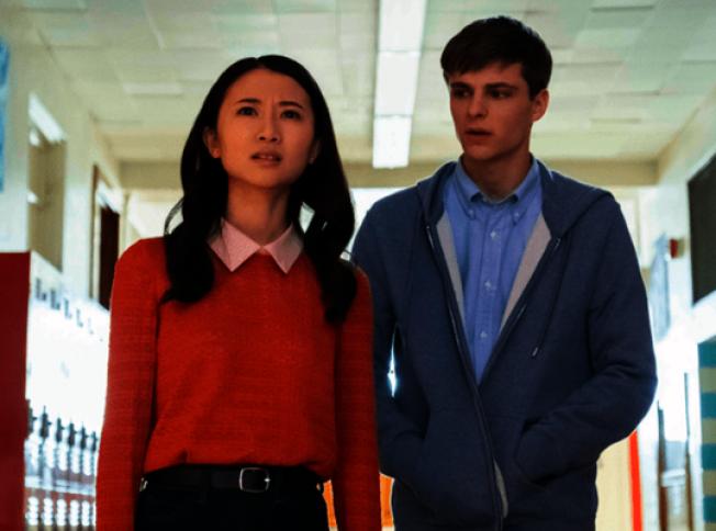 甘迈在Hulu线上播出的剧集「走进黑夜」,启用华裔女学生作为主角。(图取自Hulu)