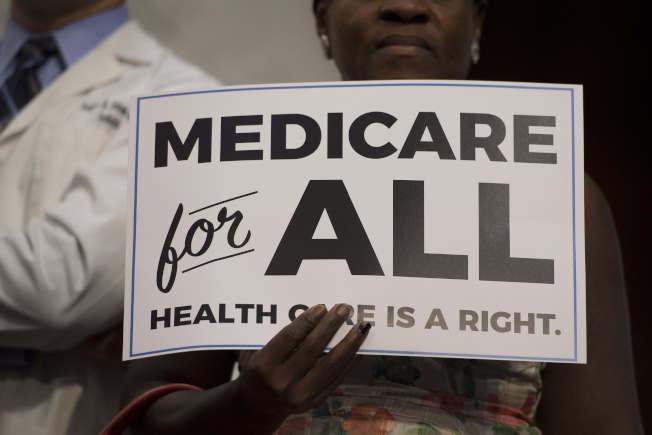 美國的大雇主擔心全民聯邦醫療保險的經費何來。(Getty Images)