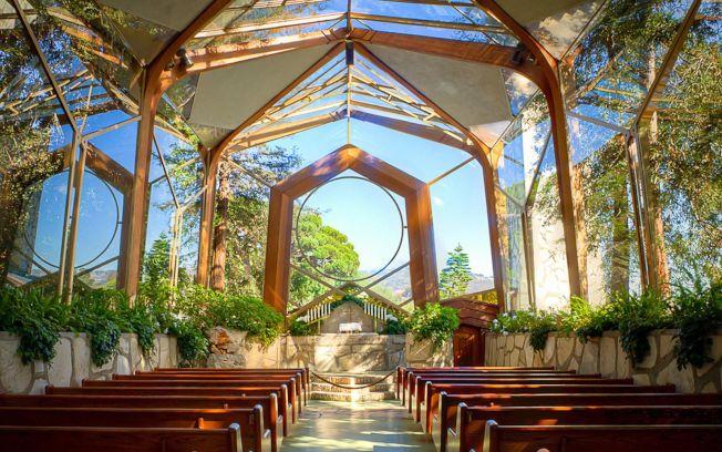 建築大師Frank Lloyd Wright之子在海邊修建的旅人教堂又稱玻璃教堂。(教堂官網圖片)