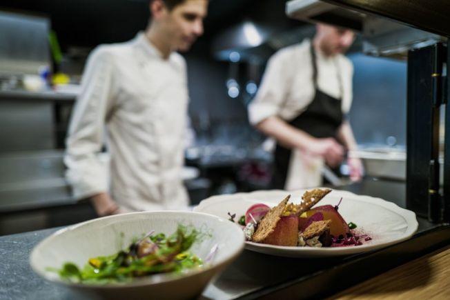 某些消費者常上館子,外食開銷費用可觀。(Getty Images)