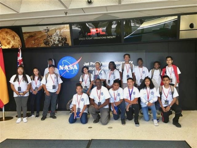 航空職業學院暑期班學員們參觀噴氣推進實驗室。(LAX提供)