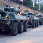 解放軍軍車集結深圳灣 川普願與習近平就香港問題會面