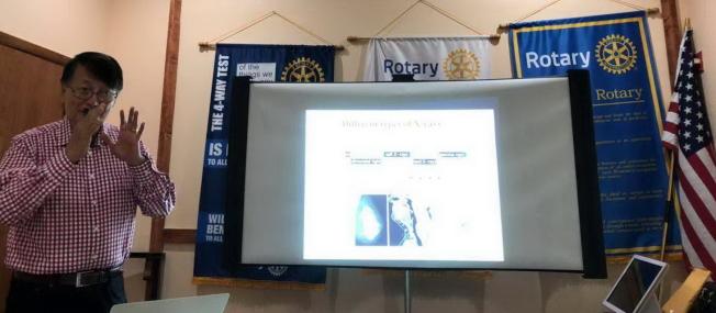 扶輪社奧蘭多龍社邀請中佛大(UCF)物理教授周禮(Lee Chow)演講「斷層掃描:物理學和醫學談物理與醫學」(Tomography: Physics and Medicine)。(扶輪社龍社提供)