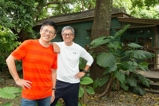 王偉忠(右)和導演謝念祖(左)合作完成「往事只能回味」。 (本報檔案照)